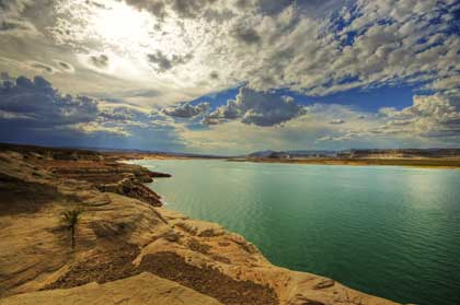 Lake Powell Page, Arizona - photo by Wolfgang Staudt