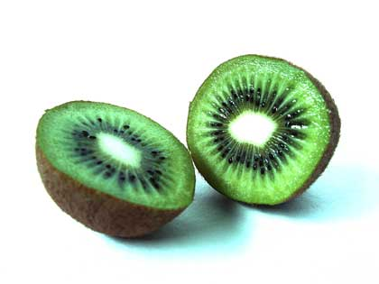 cut kiwi fruit - photo by Thera